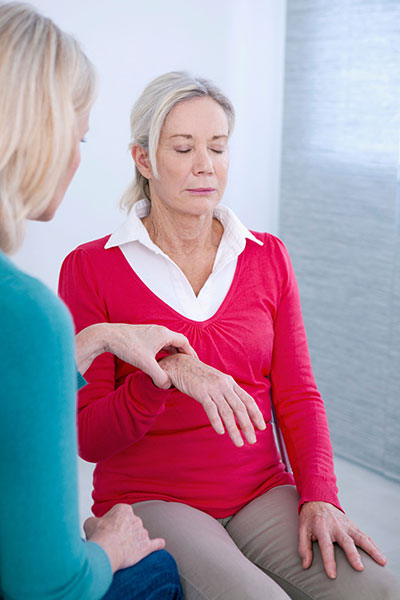 woman receiving hypnotherapy